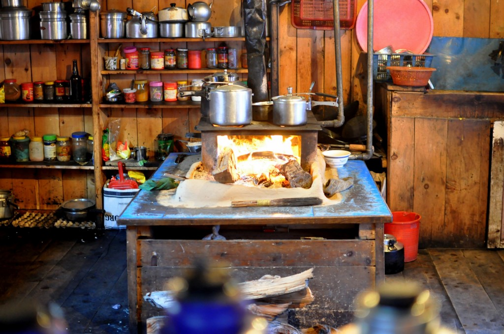 Tour nord des Annapurnas - Cuisine d'un lodge, Pisang