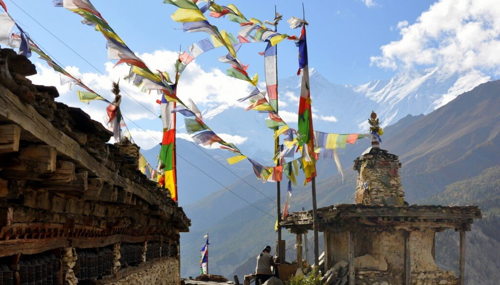Tour nord des Annapurnas - Mur de moulins à prières, Manang