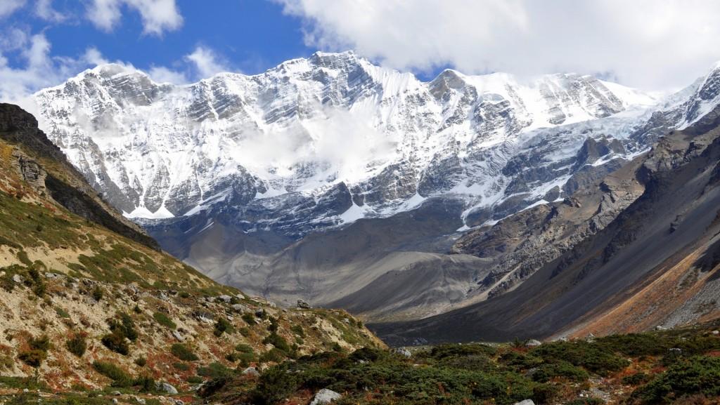 Tour nord des Annapurnas - Chaîne des Chulu (6500m) depuis Yak Kharka (4050m)