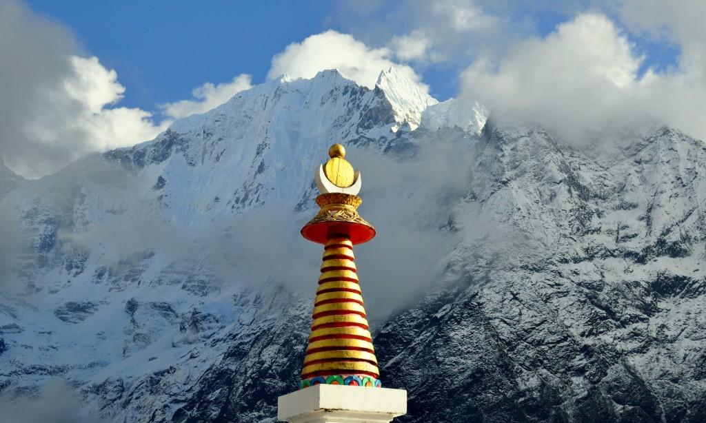 Vue sur l'Hinku Himal (6685m), depuis le monastère de Tengboche