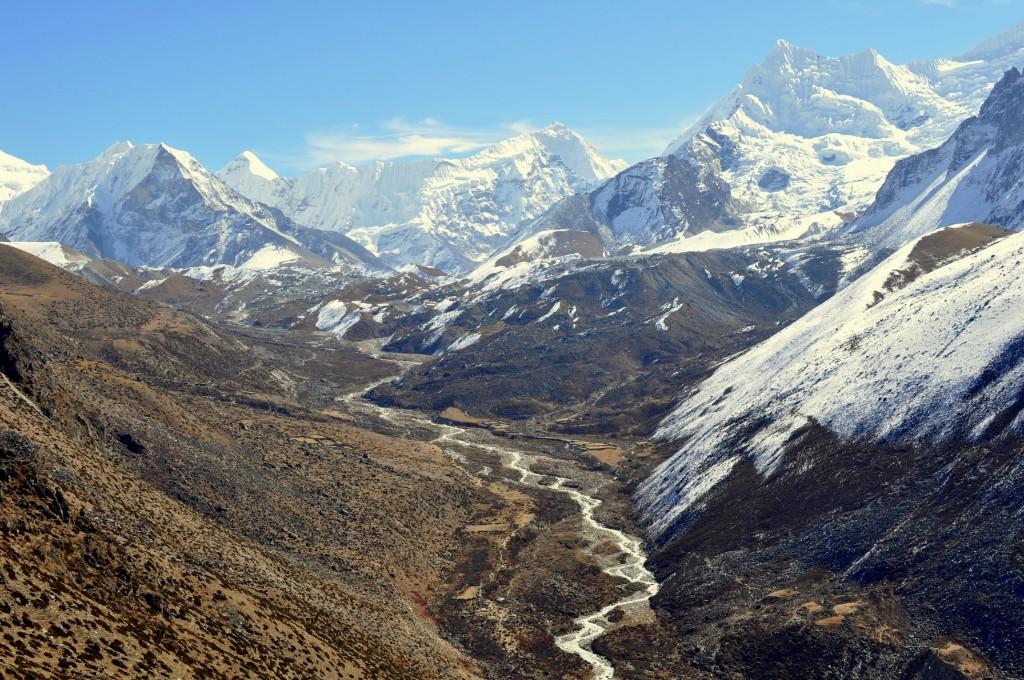 Vallée de l'Imja Khla, Dingboche (4410m), et vue sur l'Imja Tse (Island Peak, 6150m)