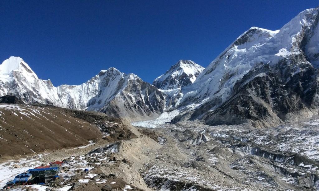 Glacier du Khumbu, et village de Gorak Shep (5160m), vue vers le nord