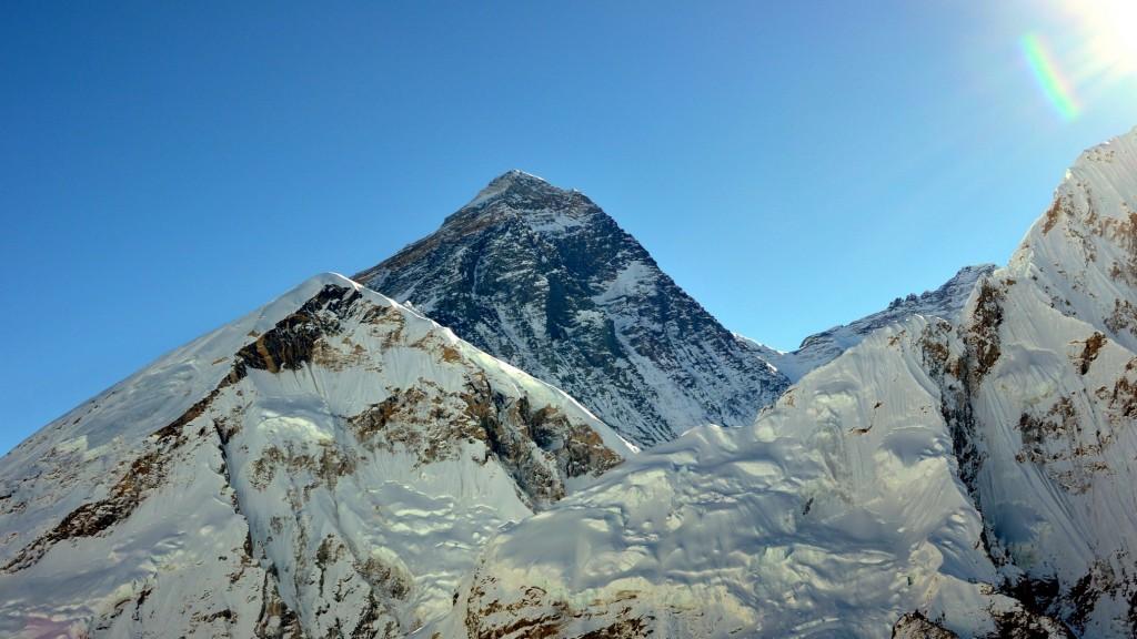 Levé de soleil sur le Mont Everest (8848m), vu du Kala Pattar (5545m)