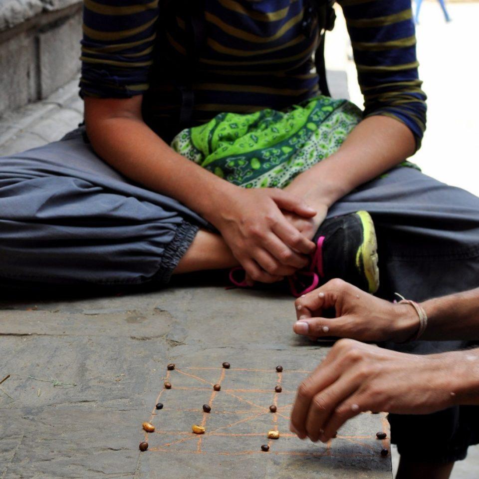 Katmandou, Durbar Square. Jeu de «Tiger & Goats»