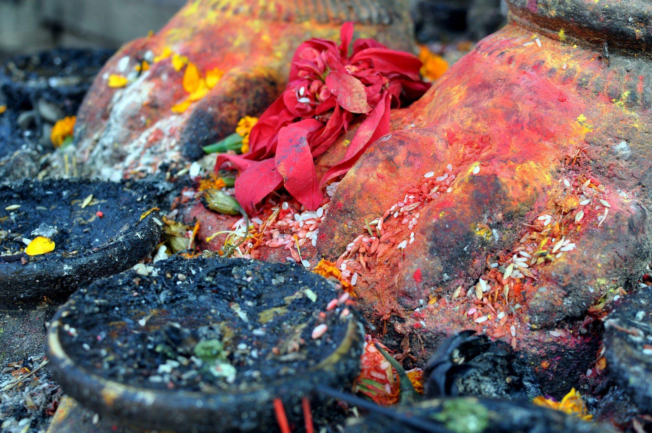 Vallée de Katmandou - Temple de Changu Narayan, offrandes