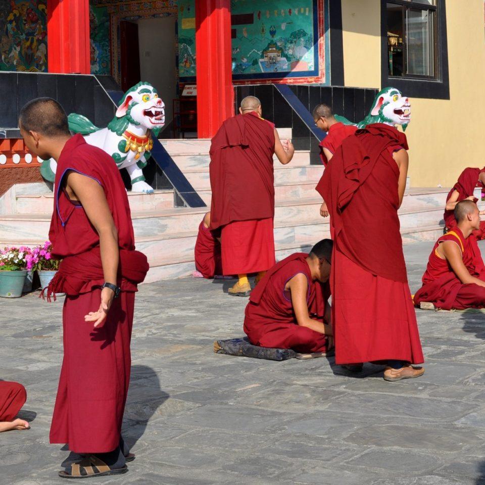 Monastère de Kopan, moines en plein débat (ne pas déranger)