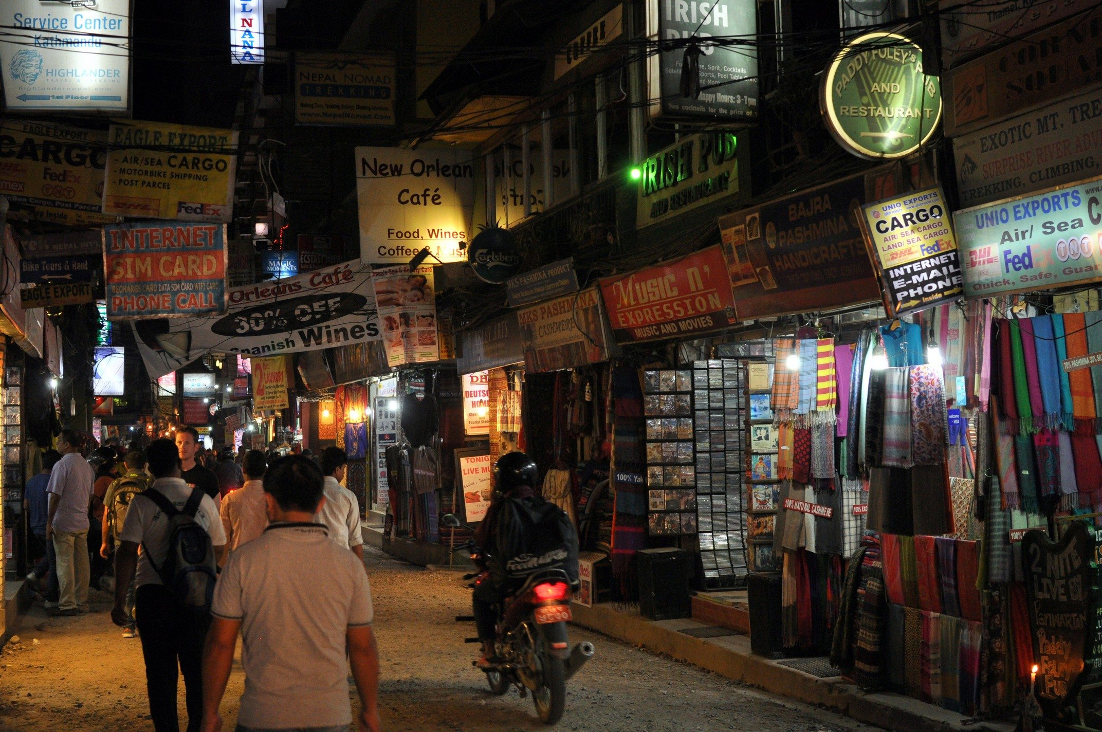 Katmandou, Thamel by night
