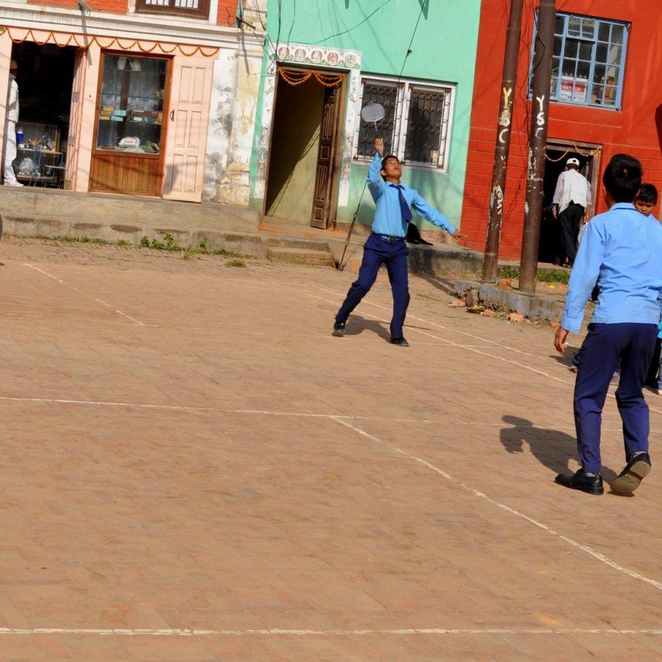 Patan, lycéen jouant au badmington