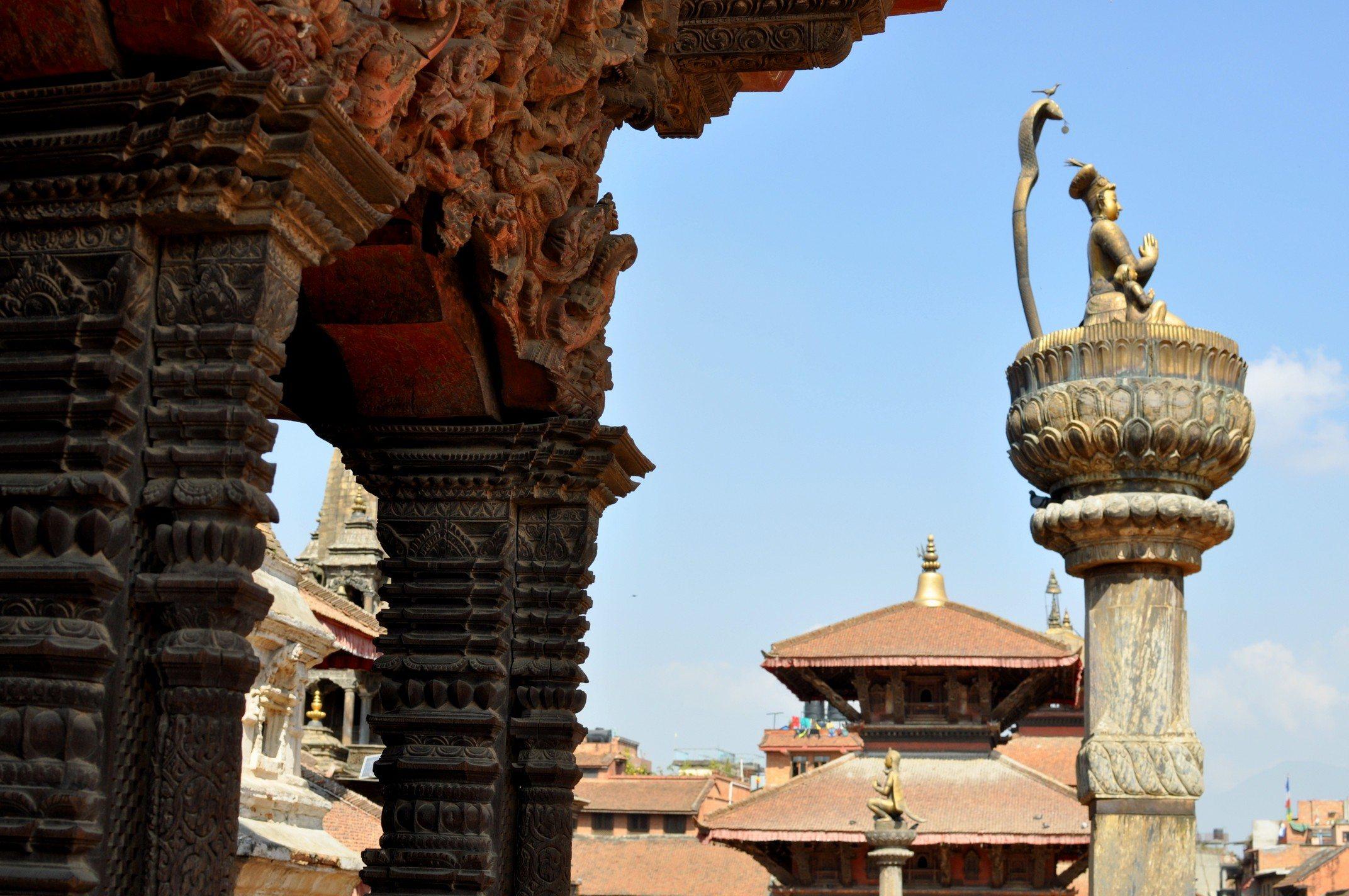 Vallée de Katmandou - Patan, Durbar Square. Statue du roi Yoganarendra Malla