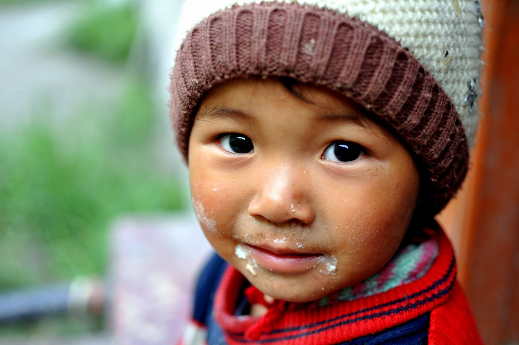 Petite fille ladakhi, village de Skyu