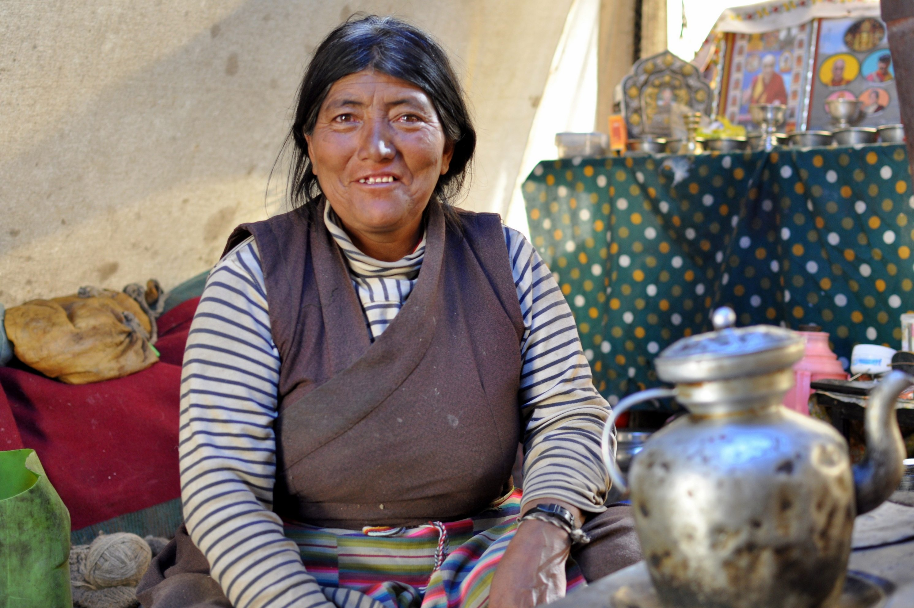 Femme nomade changtangpa, village nomade de Rachung Karu (4850m)