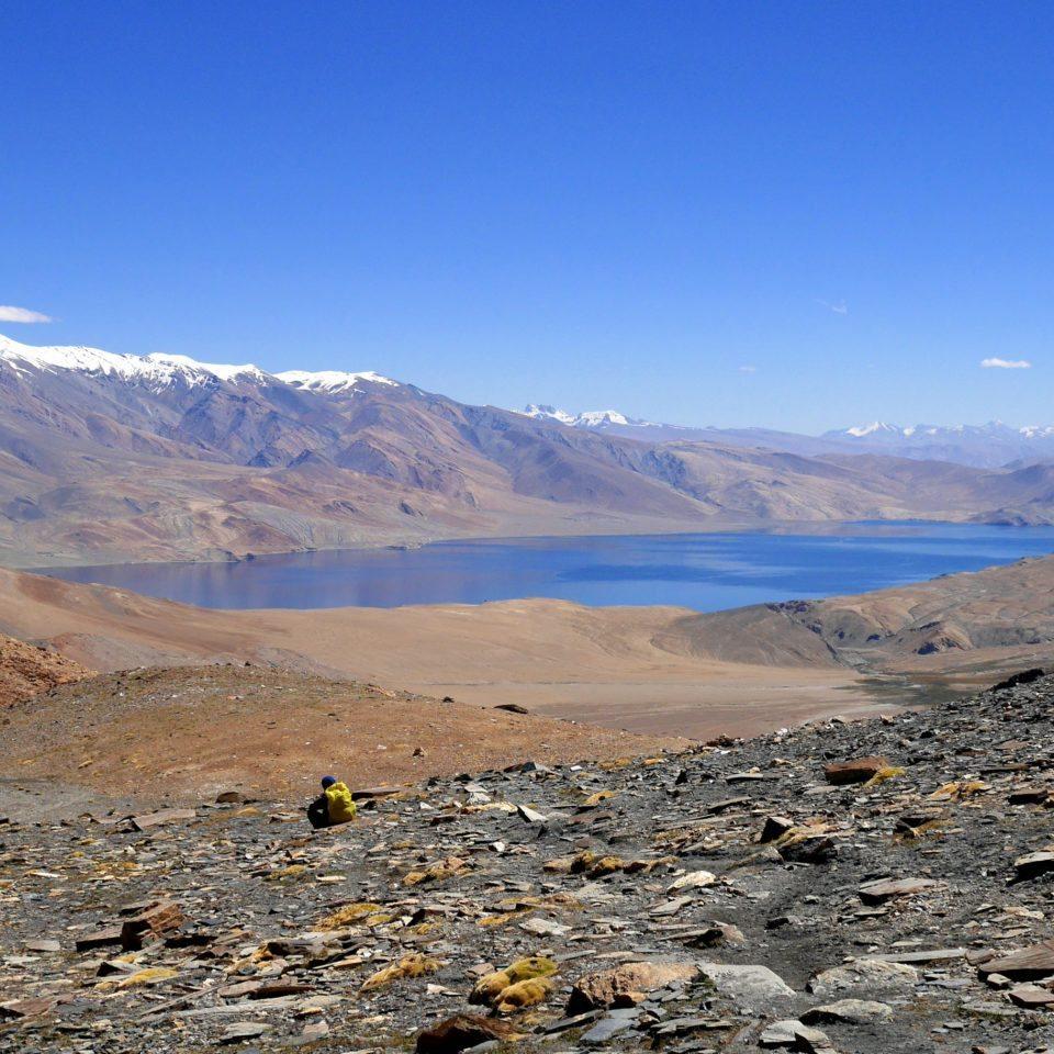 Col de Yalung Karpo La (5430m) et vue sur le lac Tso Moriri (4500m)